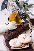 温泉治疗-用橄榄油放松 — 图库照片
