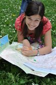 Girl with the city map — Foto de Stock
