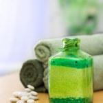 Green bath salt — Stock Photo