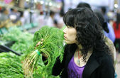 Woman buying fennel — Stock Photo