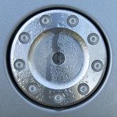 Korek wlewu paliwa projekt z kropelki - metalowy zamek i śruby — Zdjęcie stockowe