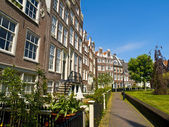 Begijnhof Court in Amsterdam — Stock Photo