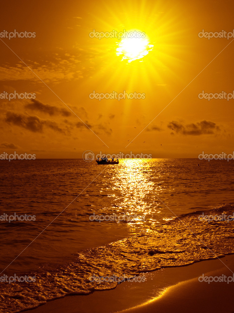 Fish boat at sunset in a beach of Fuerteventura — Stock Photo #3190254