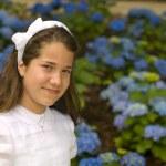 garota posando com vestido primeiro comunhão — Foto Stock