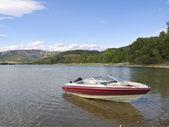 Jacht w serii jezioro sant antoni — Zdjęcie stockowe