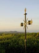 Middeleeuwse kruis bij zonsondergang — Stockfoto