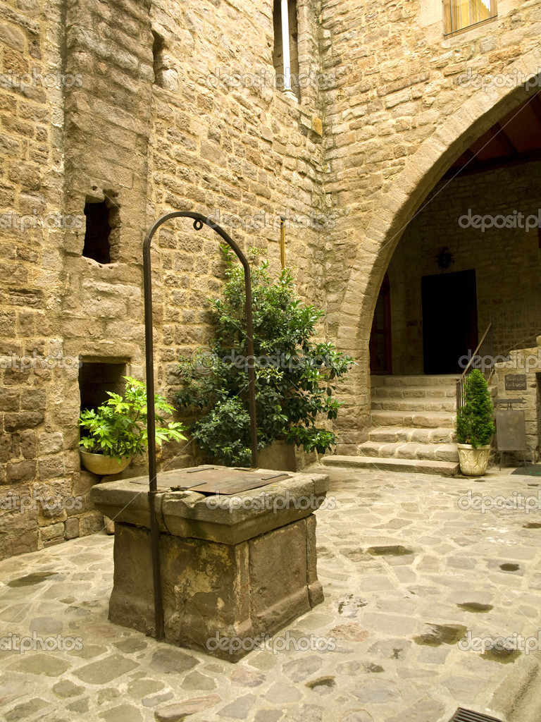Medieval well in the Cardona castle — Stock Photo #3252939
