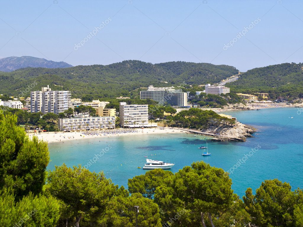 Paguera is a beach resort in the very southwest of Mallorca in Spain. It is part of the municipality of Calvia. It is particularly popular with German tourists  — Stock Photo #3558092