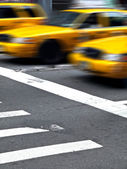 Motion Yellow CAbas in Manhattan — Stock Photo