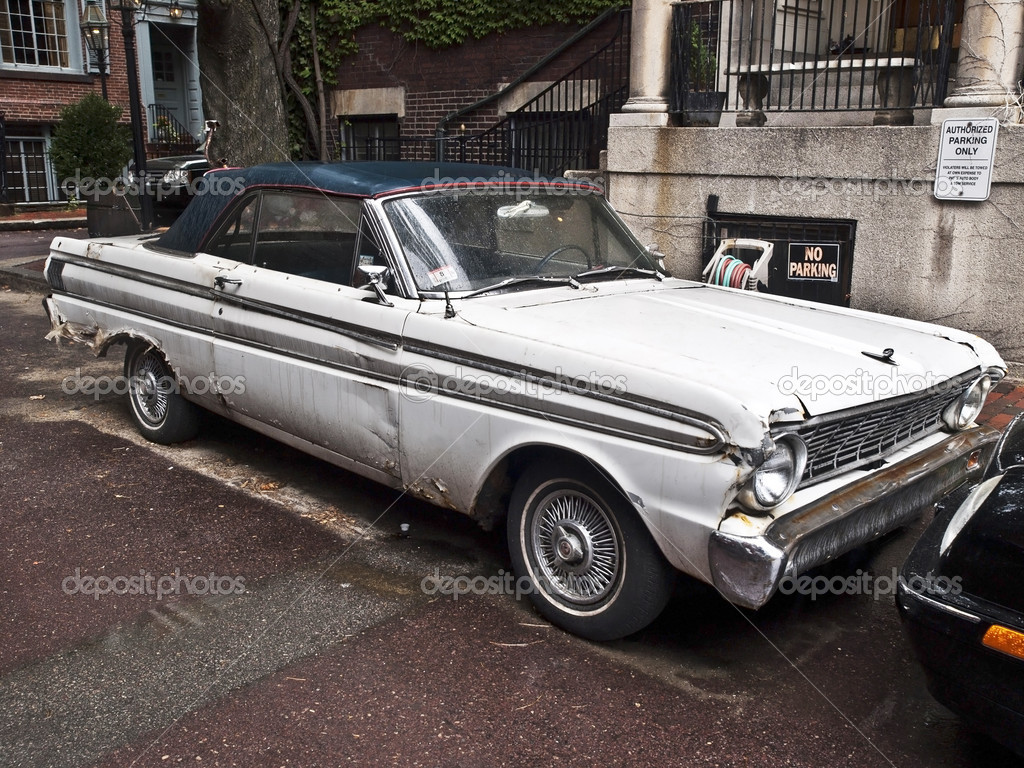 Rusty Old Ford Falcon, an automobile produced by Ford Motor Company  from 1960 to 1970.  — Stock Photo #3853896