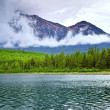 Mountain lake in Jasper National Park — ストック写真