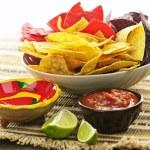Tortilla chips and salsa — Stock Photo