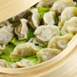 Bamboo steamer with dumplings — Stockfoto