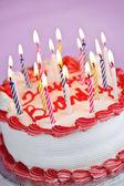 キャンドルで誕生日ケーキ — ストック写真