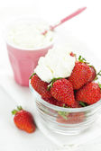 Bowl of strawberries with whipped cream — Stock Photo