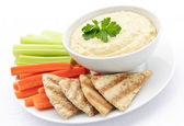 Hummus with pita bread and vegetables — Stock Photo