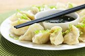 ångad dumplings och sojasås — Stockfoto