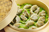 Bamboo steamer with dumplings — Stock Photo