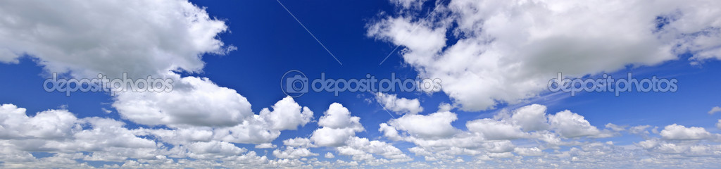Panoramic background of blue sky with white cumulus clouds — Stock Photo #4465302