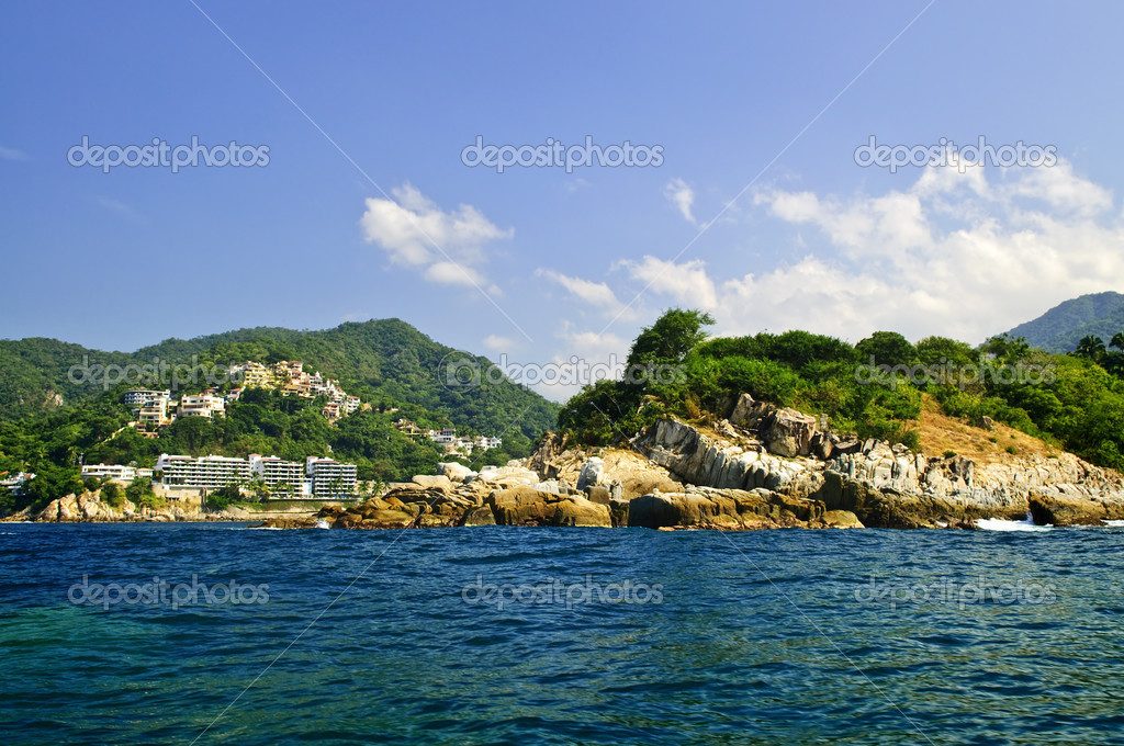 Villas on tropical Pacific coast of Mexico near Puerto Vallarta — Stock Photo #4466745
