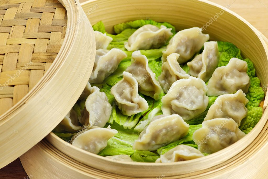 Closeup of bamboo steamer with cooked dumplings — Stock Photo #4468511