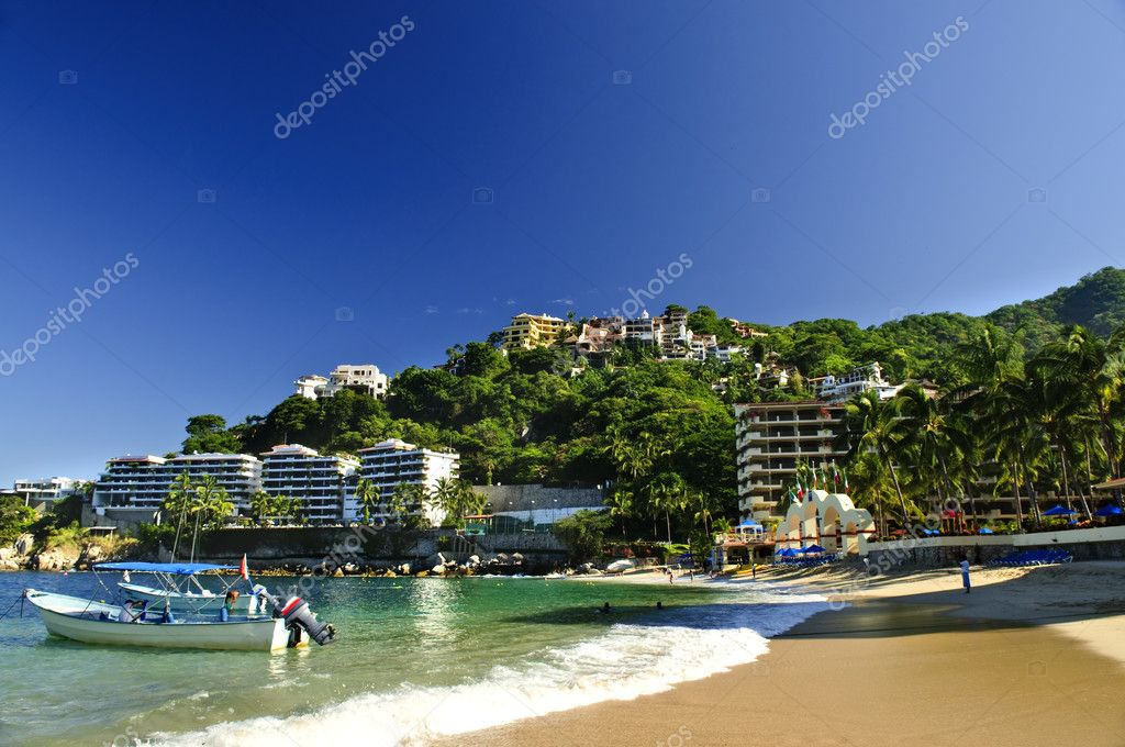 View on Pacific coast of Mexico resort town of Mismaloya near Puerto Vallarta — Stock Photo #4468552