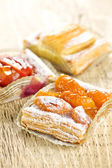 Pieces of fruit strudel — Stock fotografie