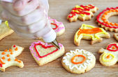 Decorating cookies — Stock fotografie