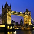 Tower bridge in London at night — Stockfoto