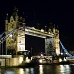 Tower bridge en Londres en la noche — Foto de Stock