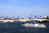 Waterloo bridge i london — Stockfoto