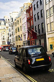 London taxi on shopping street — Stock Photo