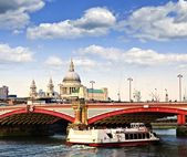 Blackfriars bridge och St paul's cathedral, london — Stockfoto