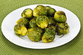 Plate of brussels sprouts — 图库照片