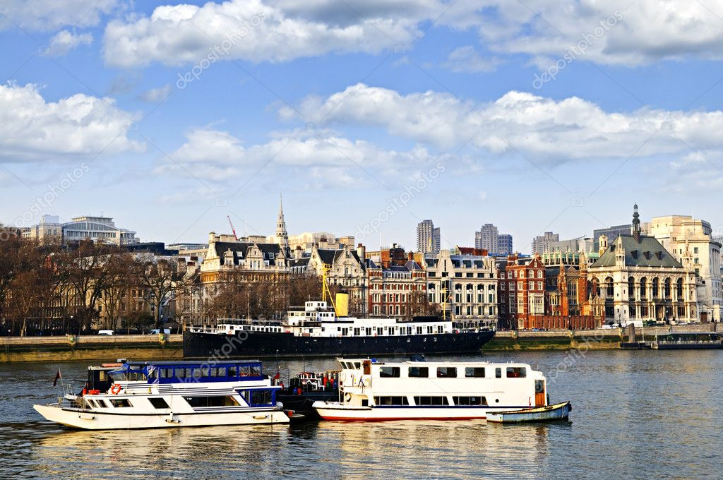 London skyline view from Thames river against blue sky — Stock Photo #4482991