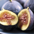 Plate of sliced figs — Stock Photo