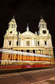 St. Paul's Cathedral London at night — Stock Photo