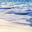 Waves breaking on tropical shore — Stock Photo #4565376