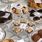 Desserts in bakery window — Stock Photo
