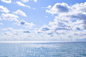 Blue water and sunny sky background — Stok fotoğraf