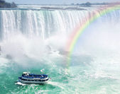 Rainbow and tourist boat at Niagara Falls — Stock Photo