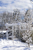 Před domem domu v zimě — Stock fotografie