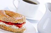Smoked salmon bagel and coffee — Stock Photo
