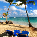 Sandy beach of tropical resort — Stock Photo