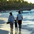 Family walking on a beach — Stock Photo