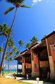 Tropical resort on ocean shore — Stock Photo