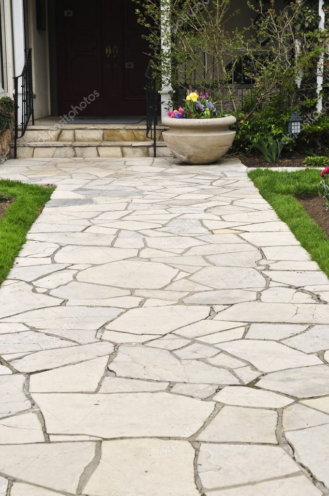 Natural stone path leading to a house, landscaping element — Photo #4636564