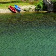 Kayaks on river bank — Stock Photo