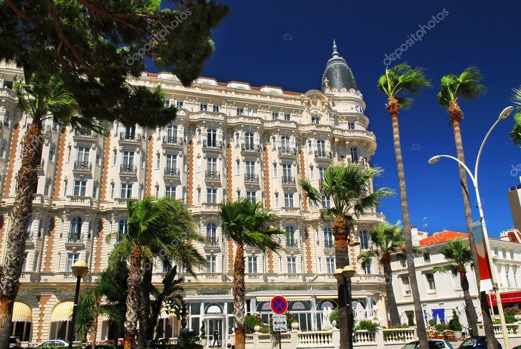 Luxury hotel on Croisette promenade in Cannes France — Stock Photo #4641753