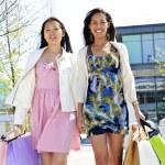 Young girlfriends shopping — Stock Photo